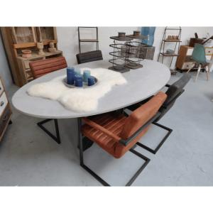 Afbeelding van Betonlook tafel ovaal Lillie