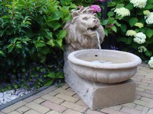 Imagen de Ubbink Set fuente y estanque para el jardin , modelo Basel 1387068
