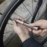 Afbeelding vanMini fietspomp van Kikkerland